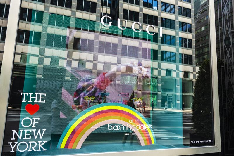 Loja de Gucci no armazém de Bloomingdale em New York City, EUA fotografia de stock