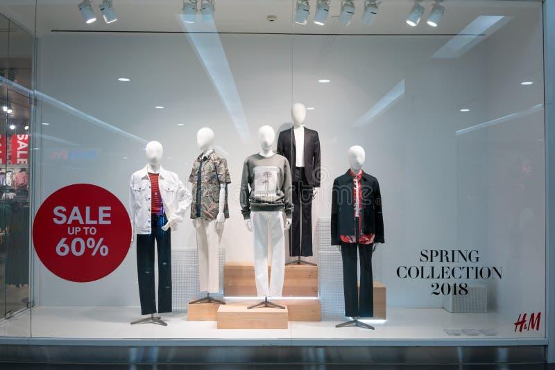 Loja de H&M na ilha da forma, Banguecoque, Tailândia, o 22 de março de 2018 imagens de stock royalty free
