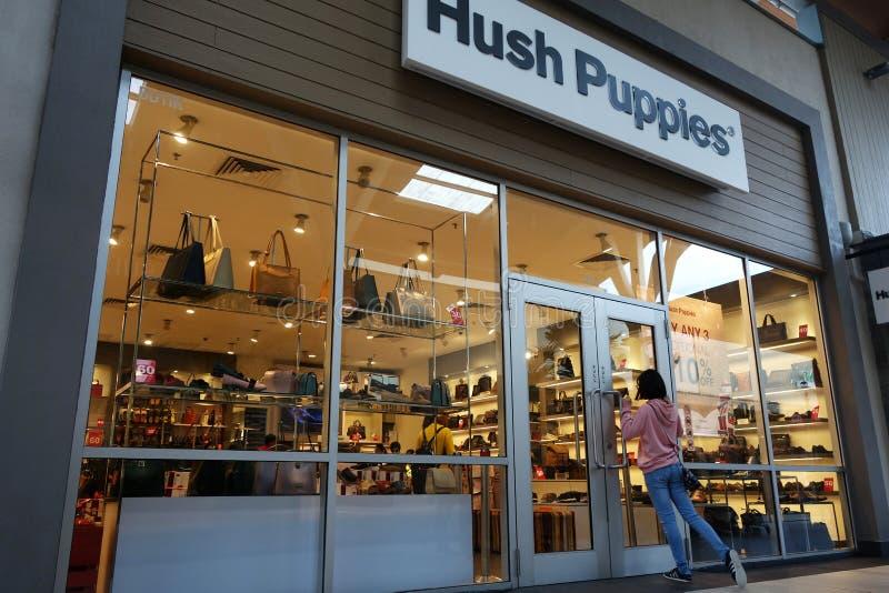 Loja de Hush Puppies em tomadas superiores das montanhas de Genting fotografia de stock royalty free