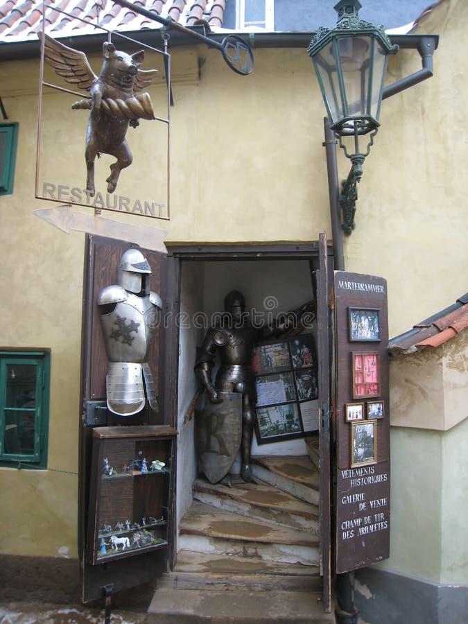 Loja de lembrança do castelo de Praga imagem de stock