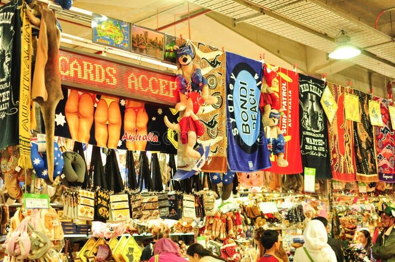 Loja de lembrança em Paddy Market, na alameda da cidade do mercado de Sydney imagens de stock royalty free