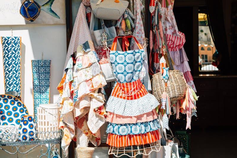 Loja de lembrança na vila de beira-mar de Positano em Positano, Itália fotos de stock royalty free
