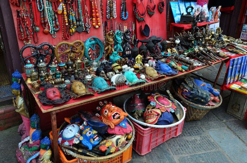 Loja de lembrança no templo de Swayambhunath em Nepal foto de stock