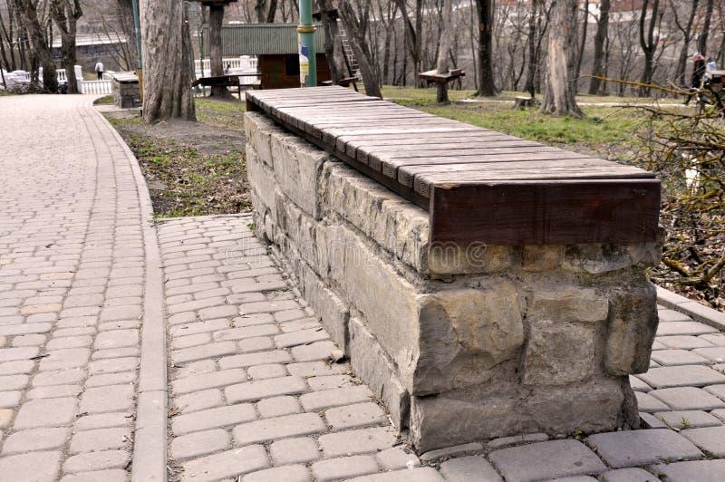 Loja de pedra no parque imagem de stock royalty free