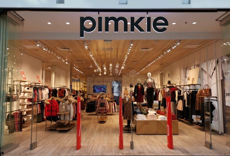 Loja de Pimkie - roupa, acessórios e sapatas para mulheres fotos de stock royalty free