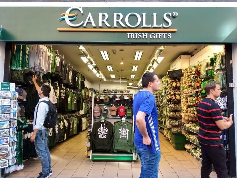Loja de presentes irlandesa de Carrolls em Dublin fotos de stock