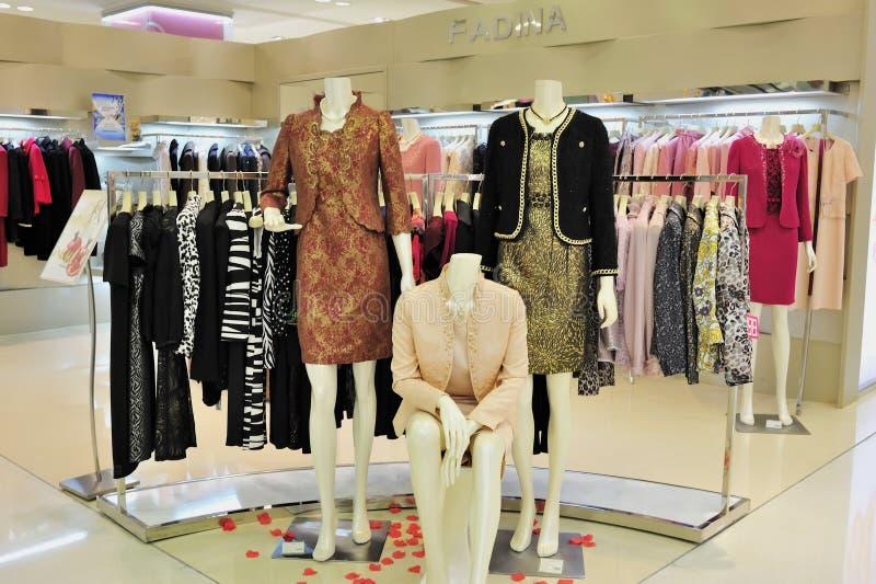 Loja de roupa da forma das mulheres fotografia de stock royalty free