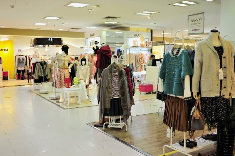 Loja de roupa da forma das mulheres foto de stock