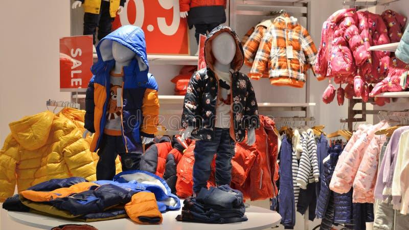 Loja de roupa das crianças imagem de stock royalty free