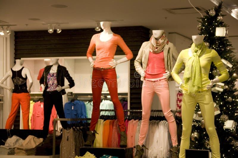 Loja de roupa das mulheres fotografia de stock royalty free