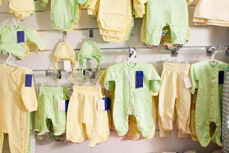 Loja de roupa do bebê imagens de stock royalty free