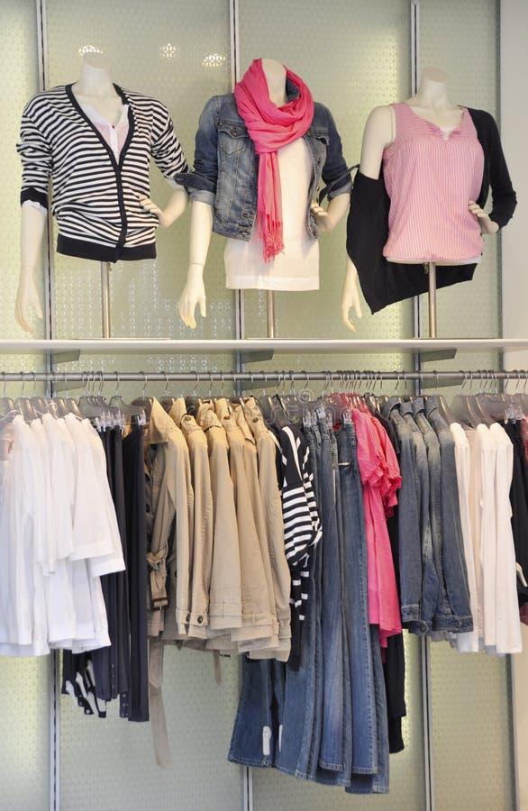 Loja de vestuário imagens de stock royalty free