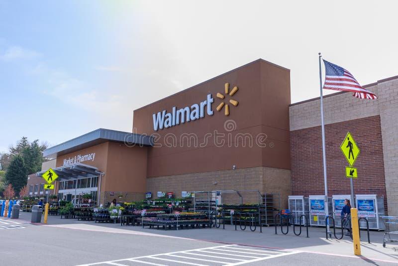 Loja de Walmart em Portland, Oregon, EUA imagens de stock