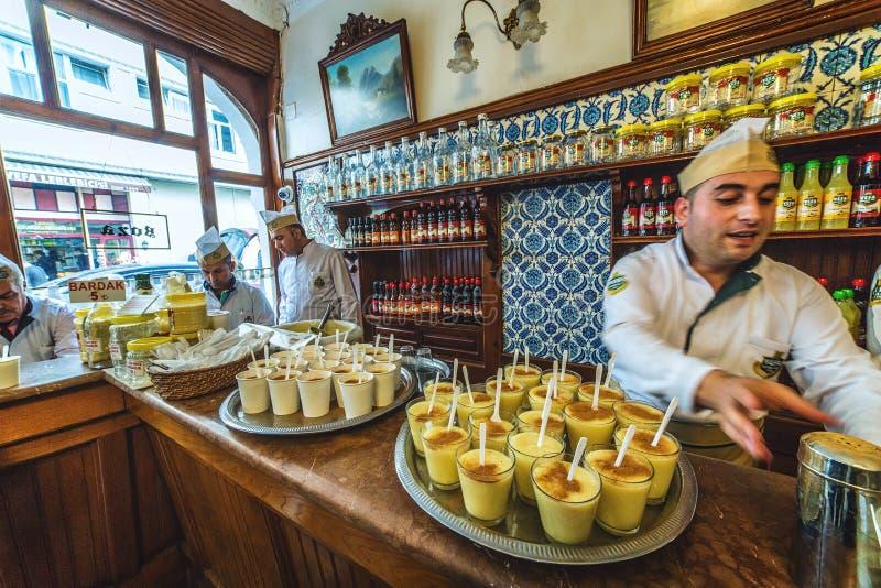 Loja do boza que é uma bebida fermentada tradicional fotos de stock