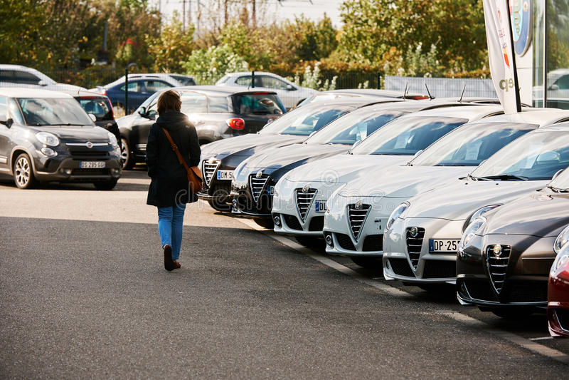 Loja do carro de Alfa Romeo fotografia de stock royalty free