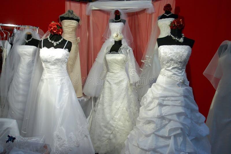 Loja do vestido de casamentos imagens de stock royalty free