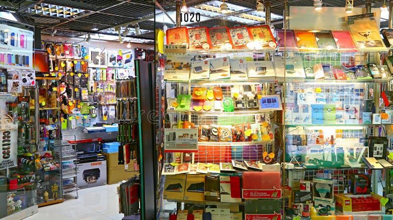 Loja dos acessórios do móbil e de computador foto de stock