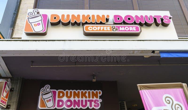 Loja dos anéis de espuma de Dunkin em Suíça fotografia de stock