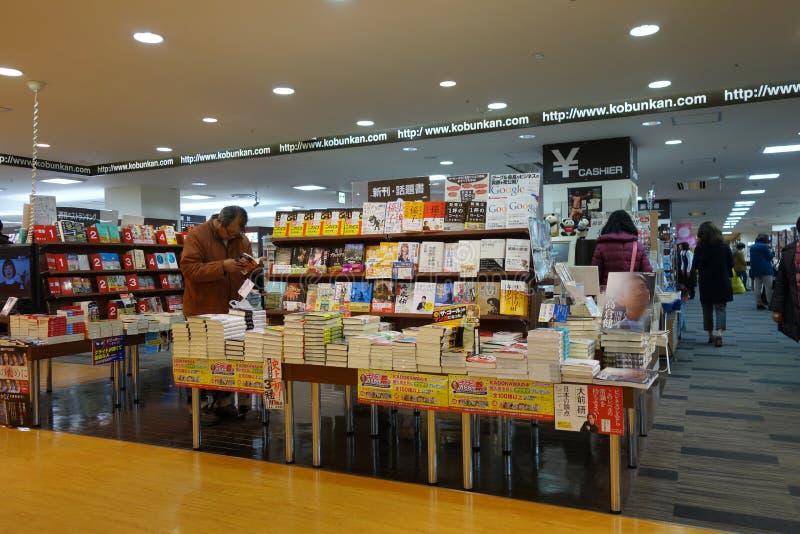 Loja dos clientes para livros no shopping de Hiroshima fotografia de stock royalty free