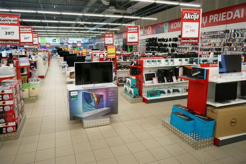 Loja dos produtos eletrónicos de consumo de Elektromarket foto de stock