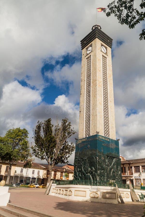 LOJA, EQUATEUR - 15 JUIN 2015 : Tour d'horloge à la place de Plaza de la Independencia à Loja, Ecuad images libres de droits
