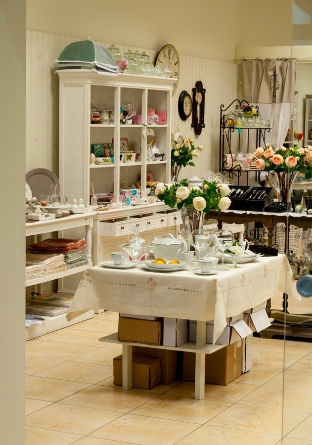 Loja home da decoração e dos pratos imagem de stock royalty free