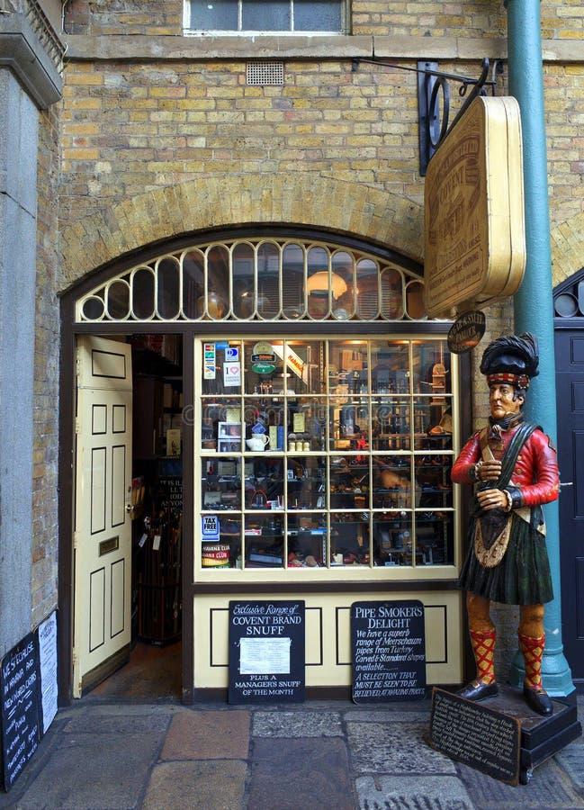 Loja Londres do cigarro foto de stock