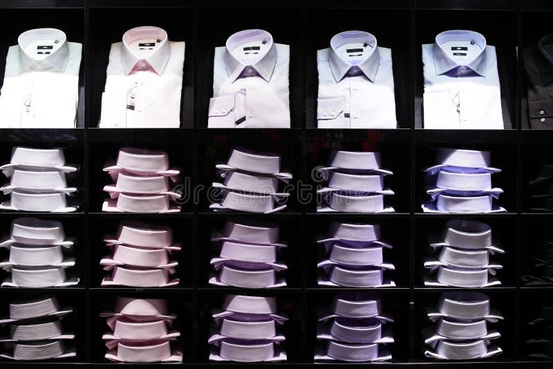 Loja moderna e da forma da roupa foto de stock royalty free
