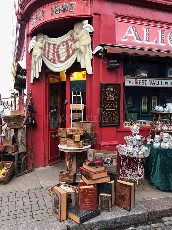 Loja na estrada de Portobello - Londres - Inglaterra imagem de stock royalty free