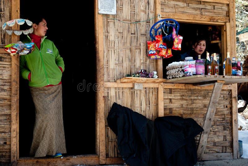 Loja no vale de Yumthang foto de stock