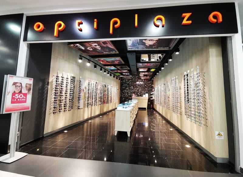 Loja Optiplaza do monóculo - óculos de sol, lentes de contato, monóculos fotografia de stock royalty free