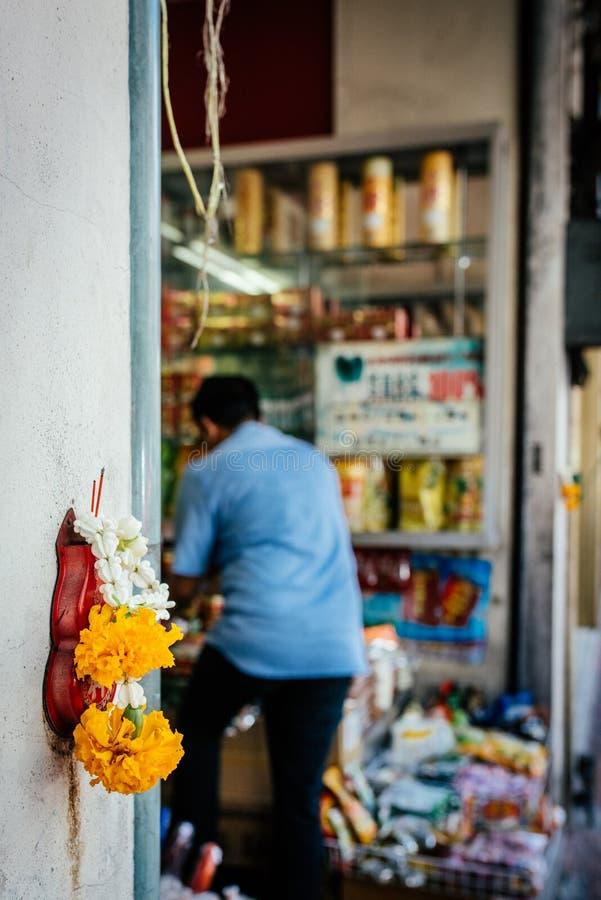 Loja pequena de Tailândia na cidade de China fotos de stock