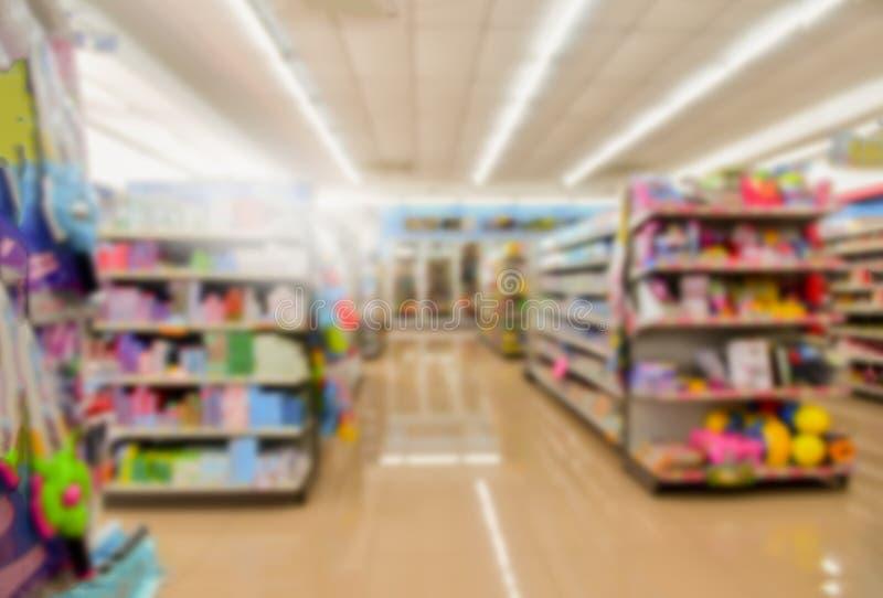 Loja retro borrada no supermercado para o fundo imagens de stock