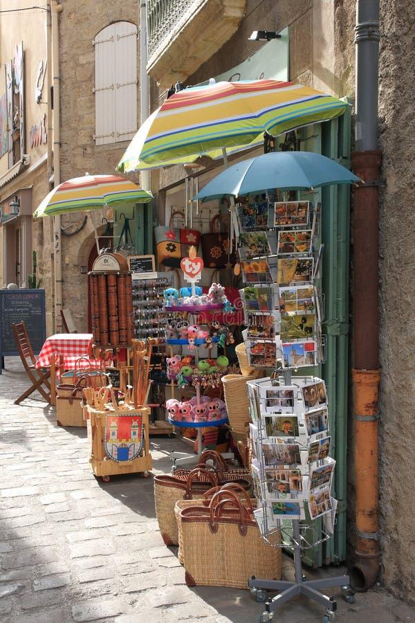 Loja turística na cidade de Pezenas, França fotos de stock royalty free