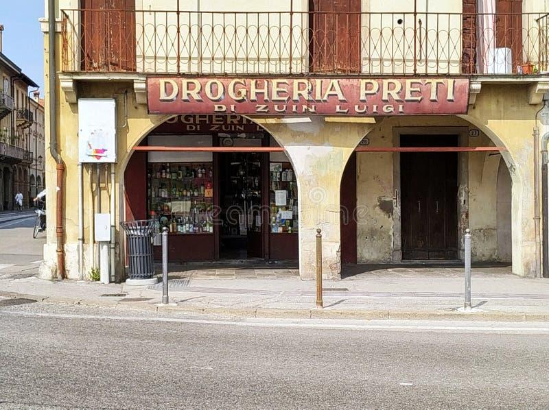 A loja velha tipical Itália de Pádua imagem de stock