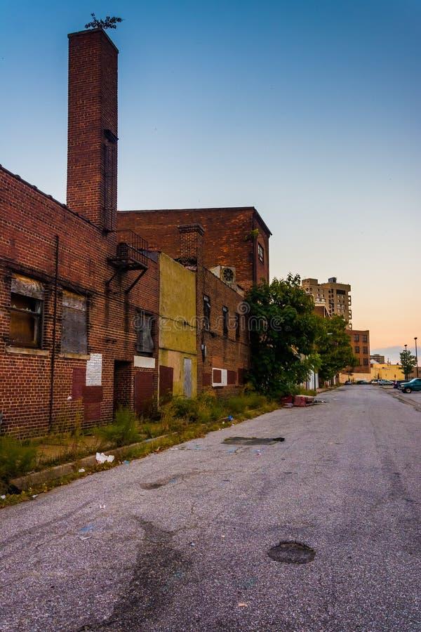 Lojas abandonadas na alameda velha da cidade em Baltimore, Maryland imagem de stock