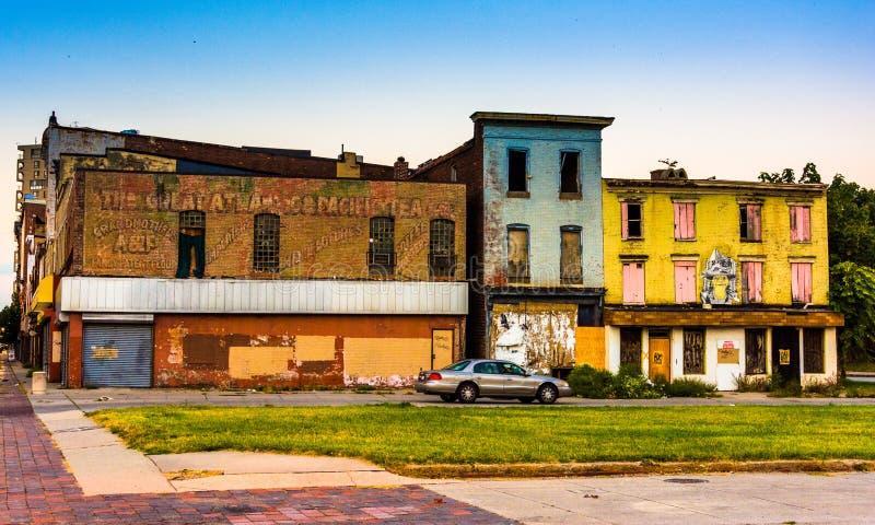 Lojas abandonadas na alameda velha da cidade, em Baltimore, Maryland imagens de stock