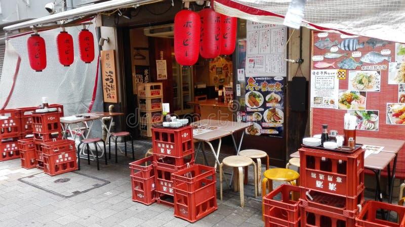 Lojas de alimento da rua em Japão imagens de stock