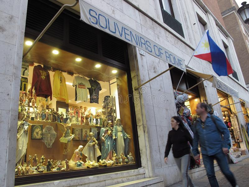 Lojas de lembranças no centro histórico de Roma foto de stock royalty free