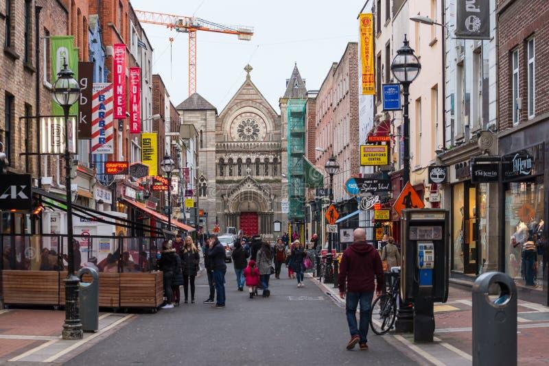 Lojas e sinais coloridos em Anne Street sul foto de stock royalty free