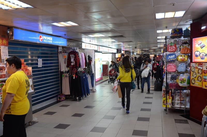 Lojas em Kwai Chung Plaza em Hong Kong fotografia de stock