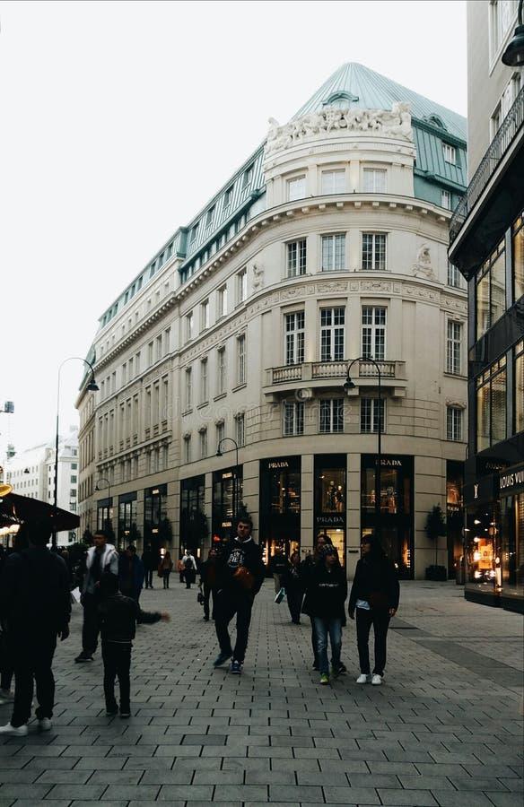 Lojas principais dos povos da cidade de Viena Áustria Europa foto de stock