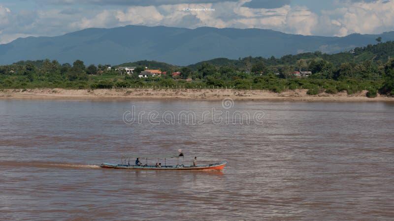Lokaal watervervoer in Mea khong rivier stock afbeelding