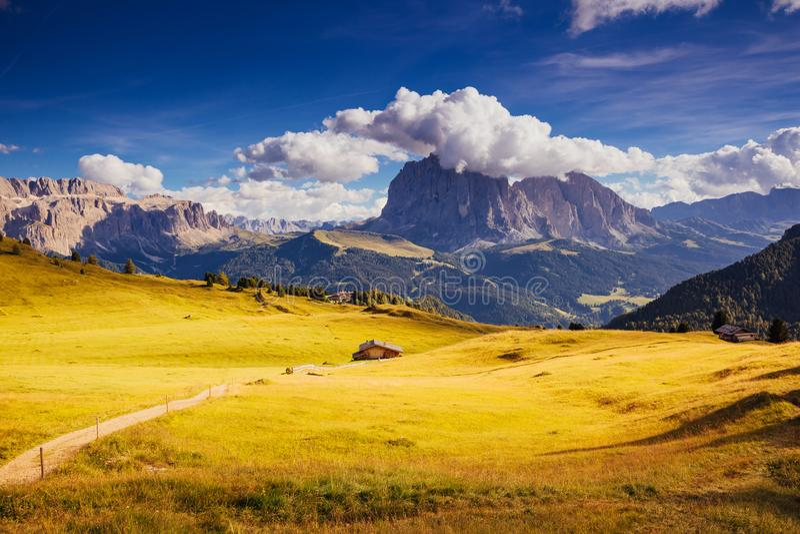 Lokacja sławny kurort Gardena, grupa, Sassolungo Langkofel i Sella, parków narodowych dolomity, Południowy Tyrol Włochy, Europa fotografia stock
