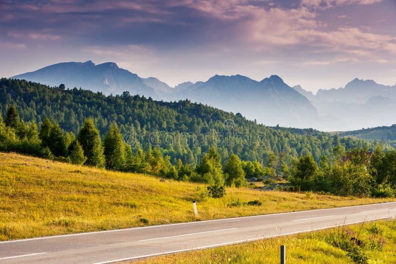 Lokacji miejsca sławny park narodowy Durmitor, Bałkany Wioska Zabljak, Montenegro, Europa Karpacki, Ukraina, Europa zdjęcia stock