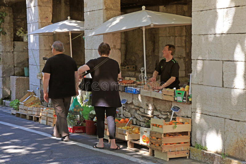Lokal bondemarknad i helgonet Paul de Vence, Provence, Frankrike royaltyfri bild