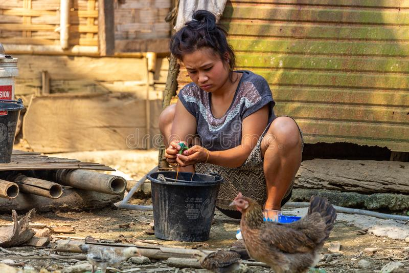 Lokal kvinnaLaos by royaltyfri foto