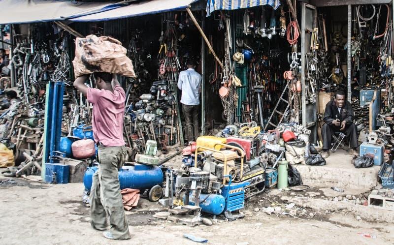 Lokala butiksinnehavare på en marknad royaltyfria foton