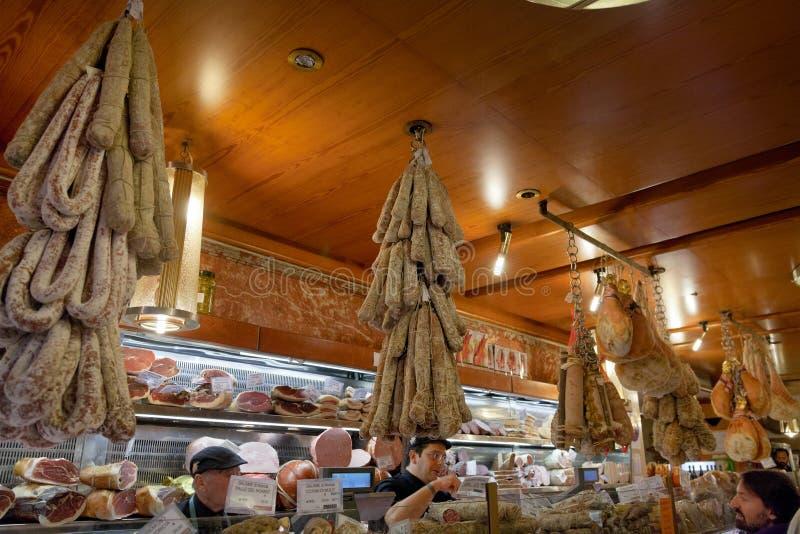 Lokala Läckerhetar In I Litet Shoppar Redaktionell Bild