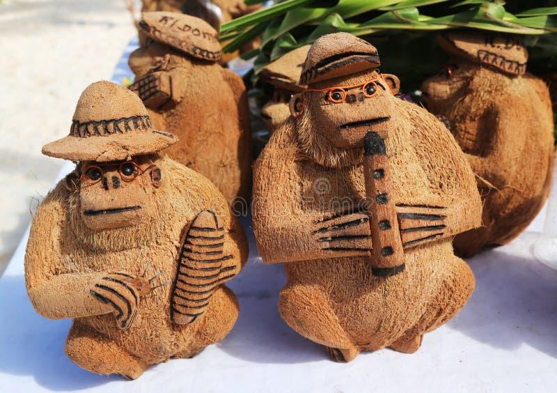 Lokala souvenir som göras från kokosnöten i Punta Cana, Dominikanska republiken fotografering för bildbyråer